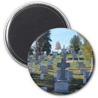 Fila de lápidas mortuorias cruzadas, Arlington Imán Redondo 5 Cm