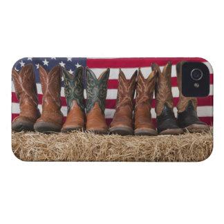Fila de las botas de vaquero en haystack iPhone 4 Case-Mate carcasa