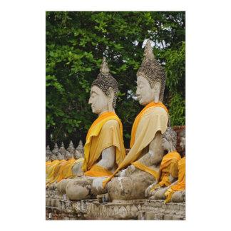 Fila de las estatuas de Buda, Chaya Mongkol de Wat Fotografías