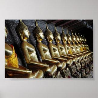 Fila de las imágenes tailandesas de Buda Impresiones