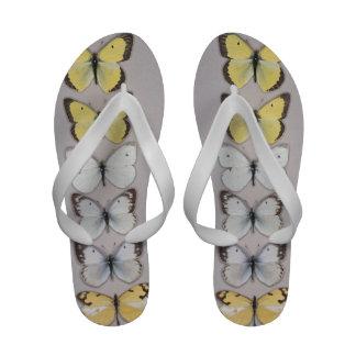Fila de mariposas chanclas playa