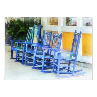 """Fila de mecedoras azules invitación 5"""" x 7"""""""