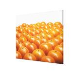 Fila de naranjas lona estirada galerias
