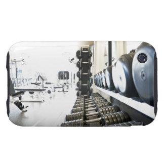 Fila de pesos libres en primero plano y ejercicio iPhone 3 tough protectores