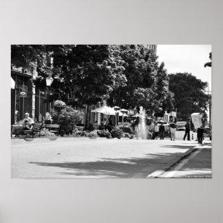 Fila de Victoria - cafés al aire libre - blanco y  Póster