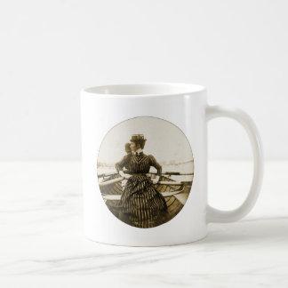 Fila retra de la fila de la fila de la foto de las taza de café