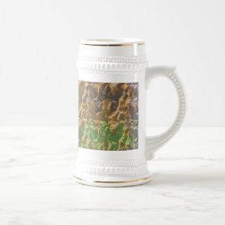 Filamentos fundidos del oro en la colección del jarra de cerveza
