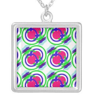 Filas coloridas de los círculos collar personalizado