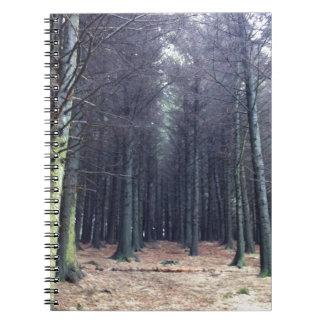 Filas de árboles cuadernos
