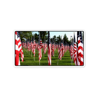 Filas de banderas americanas 9/11 monumento - etiquetas de dirección