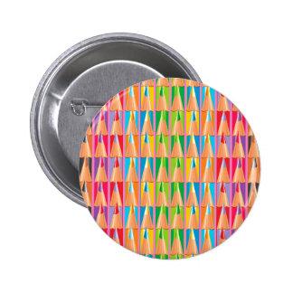 Filas de lápices coloreados