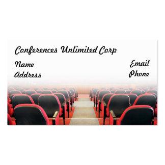 Filas de sillas rojas en la sala de conferencias tarjetas de visita