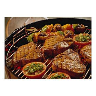 Filetes asados a la parrilla deliciosos del T-hues Anuncios