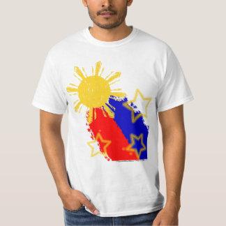 Filipinas que tiran la bandera de Sun y del Camisas