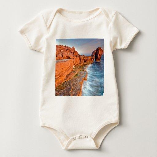 Filón rojo de la roca del agua mamelucos de bebé