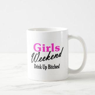 Fin de semana de los chicas taza básica blanca