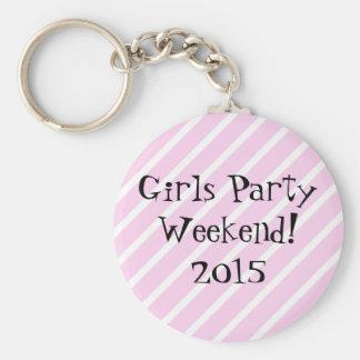 Fin de semana del fiesta de los chicas llavero redondo tipo pin