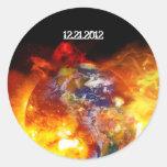 Final ardiente de la apocalipsis de la tierra pegatina redonda