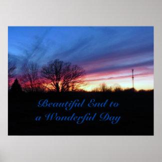 Final hermoso a una puesta del sol colorida del póster