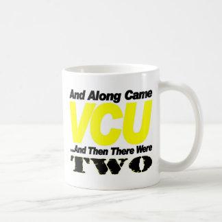 Finales del baloncesto de la universidad tazas de café