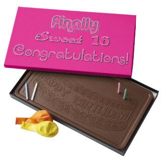 Finalmente tipografía brillante de las rosas caja con tableta de chocolate con leche grande