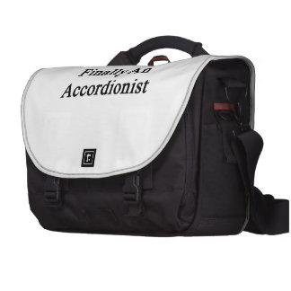 Finalmente un acordeonista bolsas de ordenador