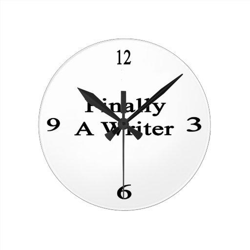 Finalmente un escritor reloj redondo mediano