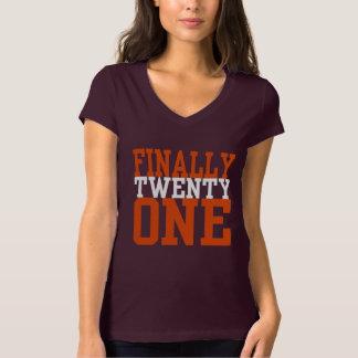 FINALMENTE VEINTE UNA camiseta del cumpleaños
