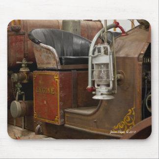 Firetruck antiguo alfombrillas de ratones