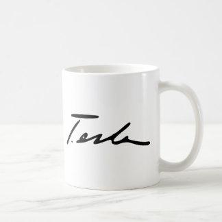 Firma del genio Nikola Tesla de la electricidad Taza Básica Blanca