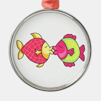 FISH KISSING ROUND METAL CHRISTMAS ORNAMENT