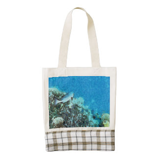 Fish moving over the reef zazzle HEART tote bag