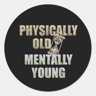 Físicamente viejo mentalmente joven etiquetas redondas