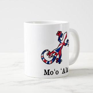 Flag of Hawaii Gecko Giant Coffee Mug