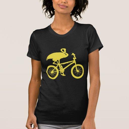 Flamenco en silueta de la bicicleta camisetas