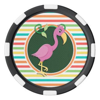 Flamenco rosado en rayas brillantes del arco iris juego de fichas de póquer