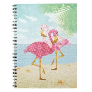 Flamencos rosados de la acuarela en la playa libro de apuntes