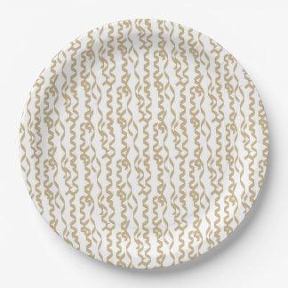 Flámulas del fiesta del oro en el fondo blanco plato de papel de 9 pulgadas
