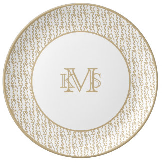 Flámulas del fiesta del oro en el fondo blanco platos de cerámica