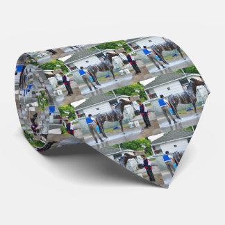 Flaring Neck Tie