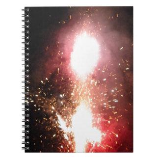 Flash rojo de la fuente libros de apuntes con espiral