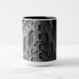 Flatiron Building in Manhattan NYC Mugs