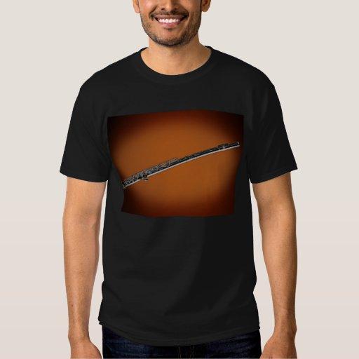 Flauta en camisa del proyector del oro