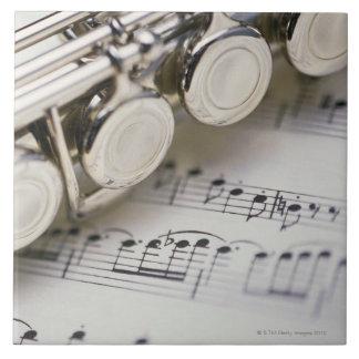 Flauta en partitura azulejos