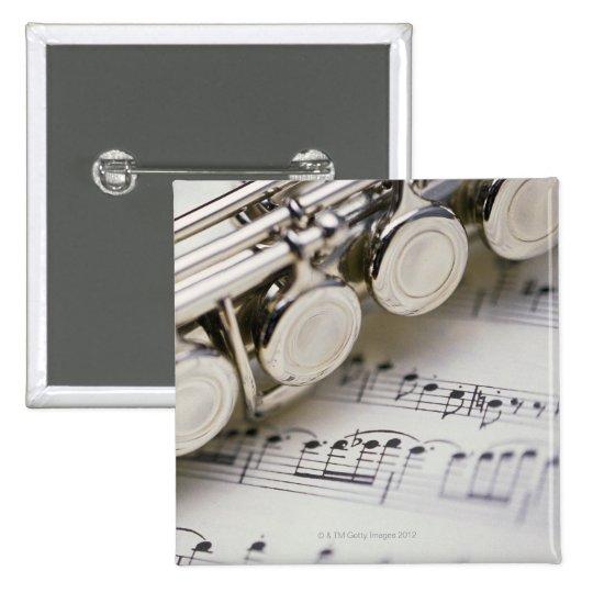 Flauta en partitura pin cuadrado