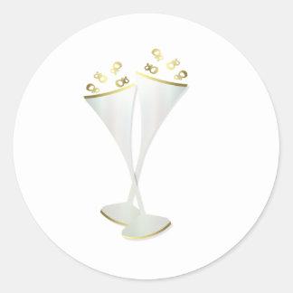 Flautas de champán en blanco y negro pegatina redonda