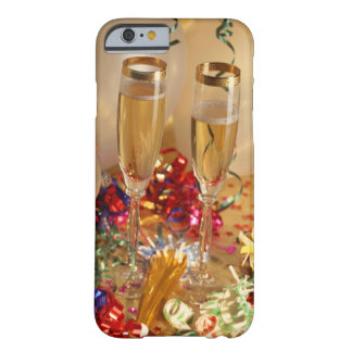 Flautas de champán, flámulas y noisemakers funda para iPhone 6 barely there