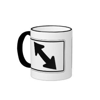 Flecha bidireccional (1), señal de tráfico, los taza de dos colores