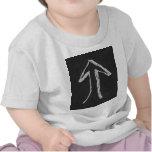 Flecha que destaca. Gris en fondo oscuro Camiseta