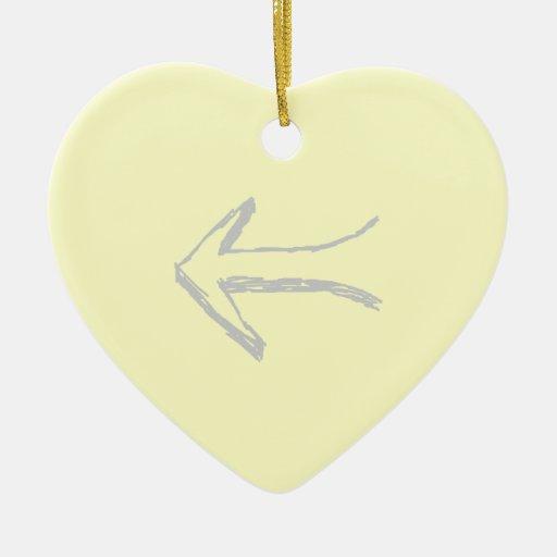 Flecha que señala a la izquierda. Gris y crema Adorno Navideño De Cerámica En Forma De Corazón